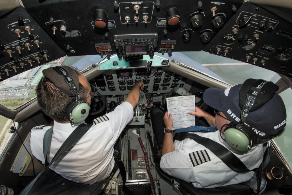 Cockpit du Breitling DC-3 - Pilote et co-pilote