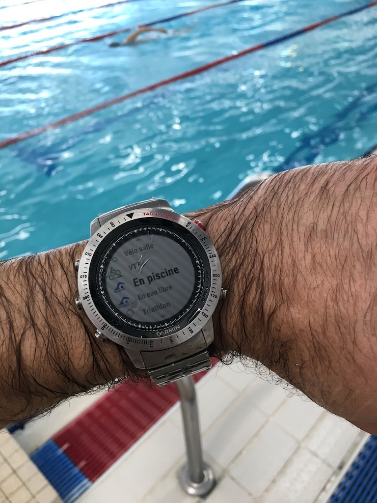 La montre est étanche 10A, donc les activités nautiques sont autorisées et gérées