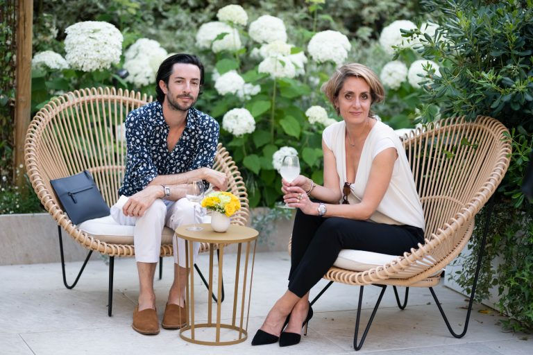 """Carole Huyvenaar (à droite) aux côtés de Bertrand Waldbilig - Photo """"Say Who"""""""