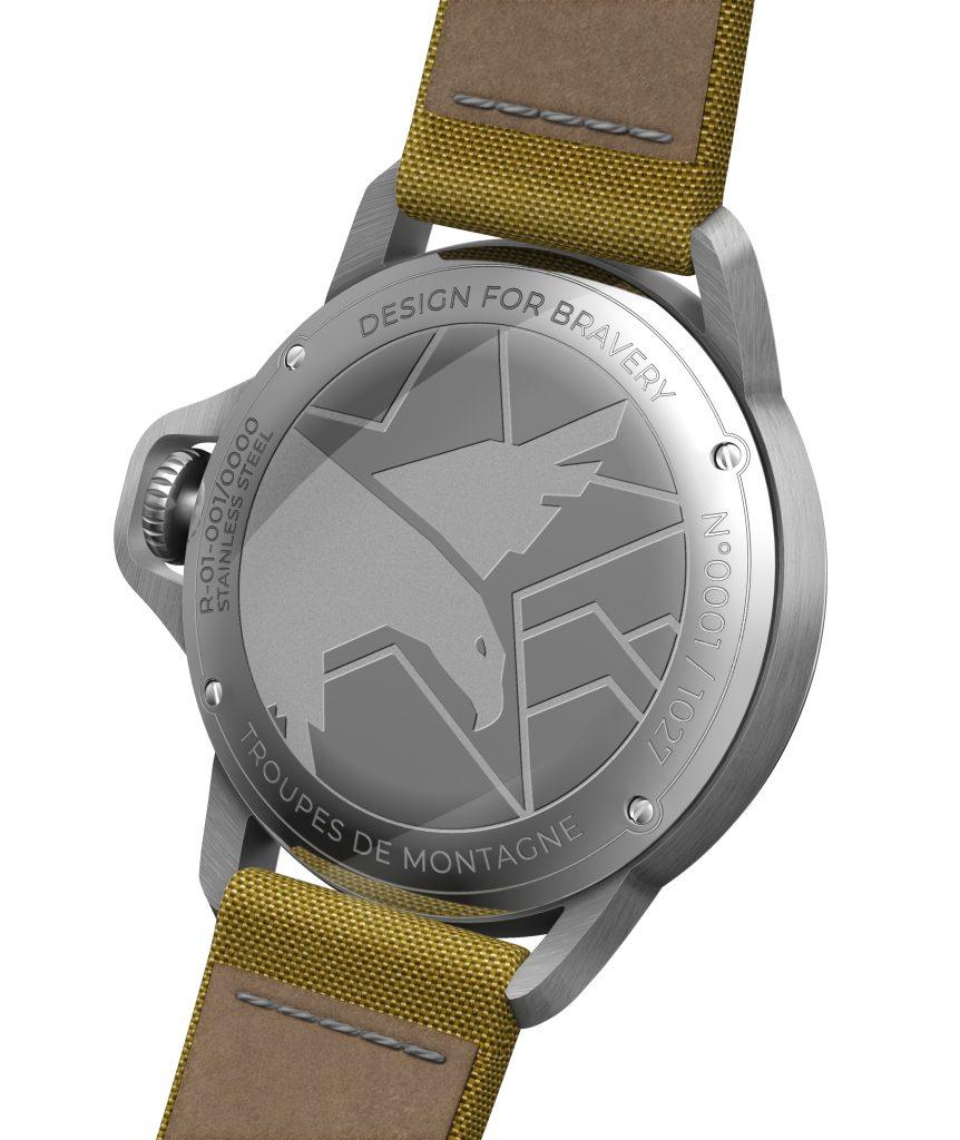 Le fond gravé bombé est une interprétation moderne des fonds de boite des montres de poche des poilus.