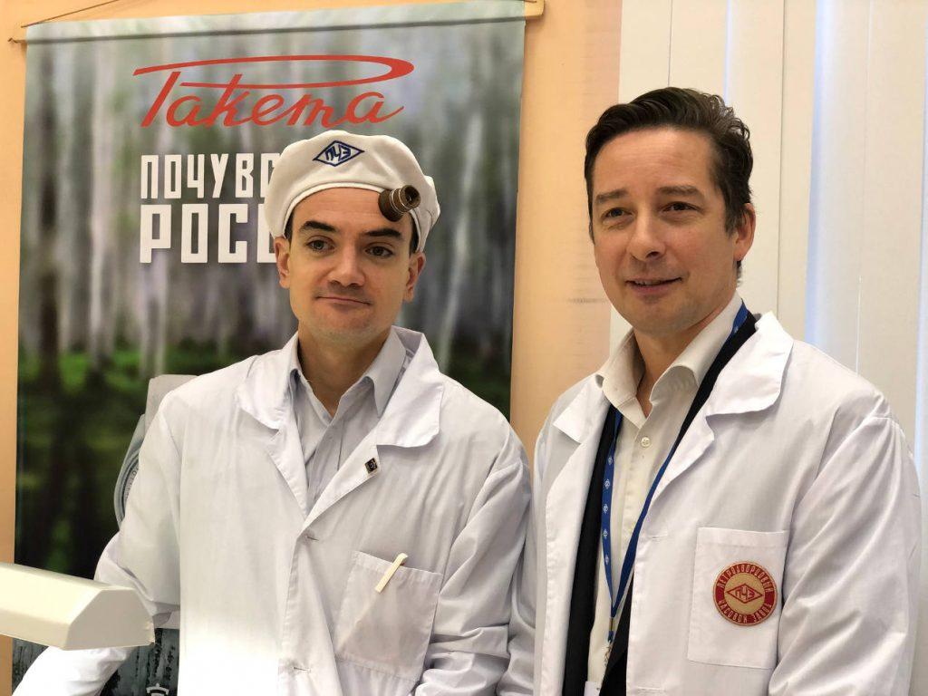 David Henderson-Stewart (à droite) incarne ce réveil de l'horlogerie russe. Ici avec Xavier Giraudet (à gauche), horloger français.