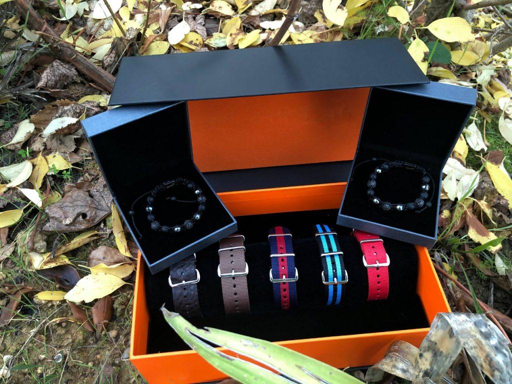 Deux bracelets Shamballa et 5 NATO signés Objectif Horlogerie