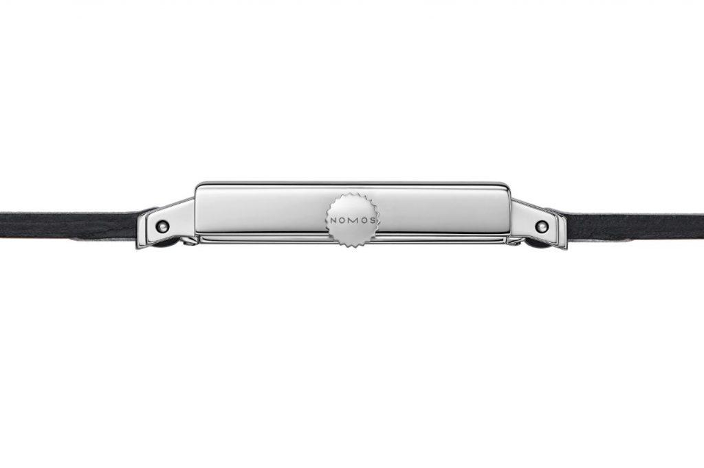 La finesse de la montre au niveau de la finesse de ses lignes.
