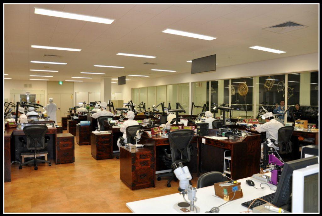 L'atelier d'assemblage où règne une atmosphère d'un calme olympien.